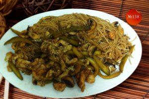 Пържени спагети с кисели краставички