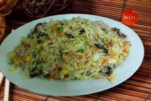 Пържен ориз със зеленчуци