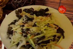 Салата от китайски черни и бели гъби
