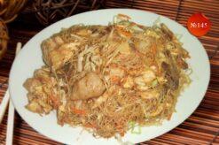 Пържено оризово фиде с три вида месо