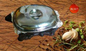 Свинско къкрещо върху метална плоча със зеленчуци